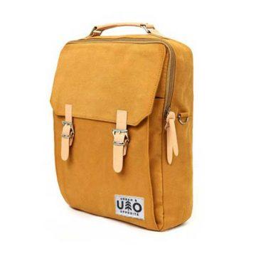 Ryggsäck i modell Kvadrat. Kantarellfärgad canvas. Detta är en handgjord och vegansk ryggsäck.