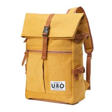 Ryggsäck i modell Vig. Kantarell-färgad gulorange canvas. Detta är en handgjord och vegansk ryggsäck.