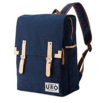 Ryggsäck i modell Markant. Mörk blåbärs blå canvas. Detta är en handgjord och vegansk ryggsäck.