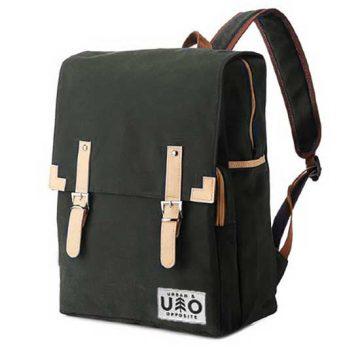 Ryggsäck i modell Markant. Mörk grå-svart canvas. Detta är en handgjord och vegansk ryggsäck.